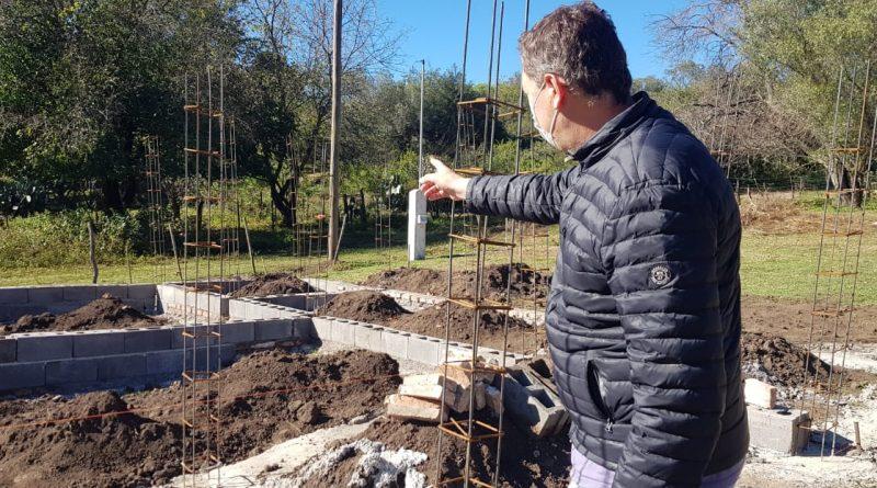 ARRANCÓ LA FABRICACIÓN DE LADRILLOS PARA LA POSTA SANITARIA